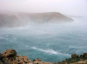 Bora forte nell'isola di Pago (Croazia)