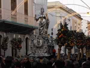 Fig.1 - La statua di Santa Lucia in processione a Siracusa