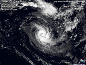 """Il ciclone tropicale """"Amara"""" in fase di sviluppo sopra le calde acque superficiali dell'oceano Indiano meridionale"""