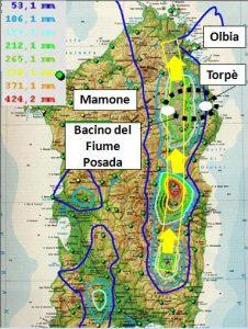 Figura 1: Il percorso della perturbazione Cleopatra lungo la fascia orientale sarda, ricostruito con i dati pluviometrici registrati dalla rete della Regione Sardegna. Le frecce gialle indicano il percorso dei cumulonembi che hanno rilasciato piogge tipo bomba d'acqua nella parte alta dei bacini idrografici.
