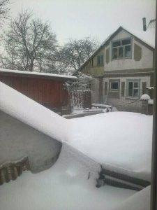 Ecco come appariva la cittadina di Nosivka stamattina, completamente sommersa di neve. Foto a cura di Yana Remenuik.