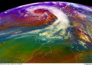 """La profonda """"depressione-uragano"""" attiva sull'Atlantico orientale, a largo di Irlanda e Scozia"""