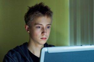 adolescenti pc computer 2
