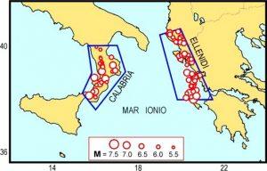 Fig. 2. Geometria delle due zone (Calabria ed Ellenidi) implicate nella presunta correlazione sismica ed epicentri delle scosse più intense avvenute dopo il 1600 (vedi fig, 3)