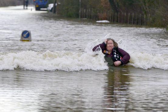 Londra Ore Di Paura Per L Esondazione Del Tamigi Nell