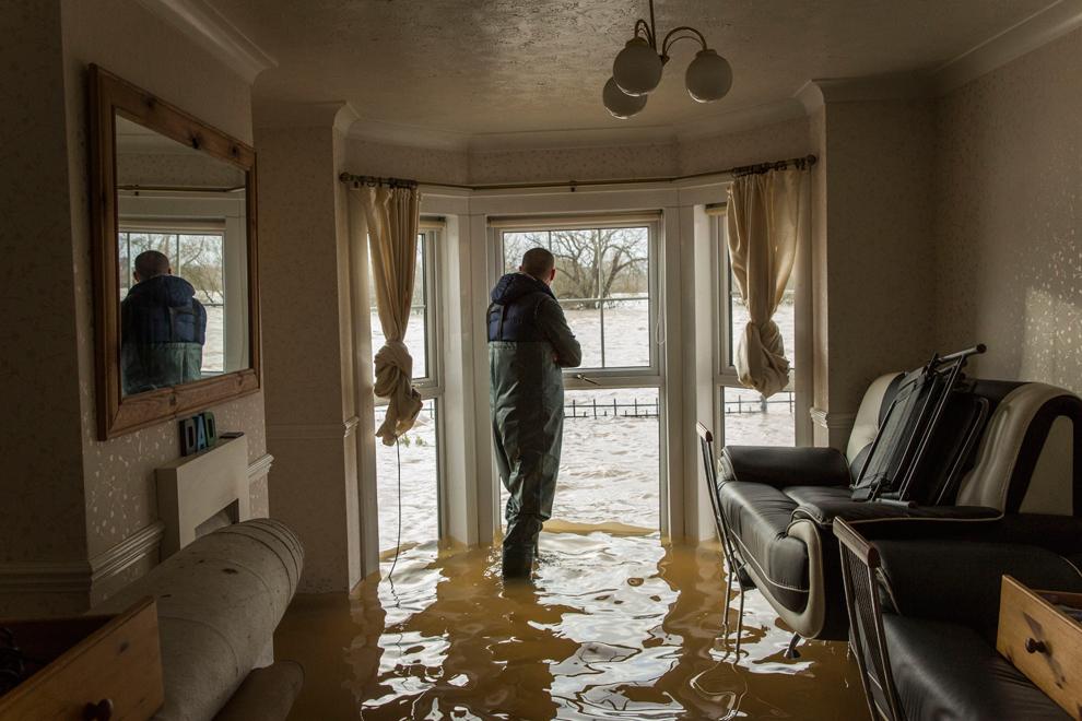 Gran bretagna l 39 inondazione lascia il sud dell for Nuove case coloniali in inghilterra