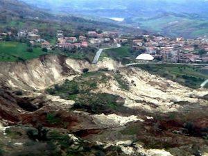 MALTEMPO:FRANATA MONTAGNA NEL VIBONESE,EVACUATO INTERO PAESE