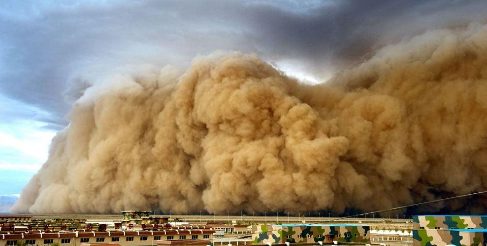 Foto tempesta di sabbia