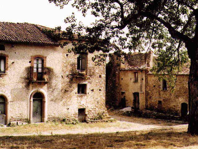 Roscigno vecchia la pompei del 39 900 il paese che cammina for Case abbandonate italia