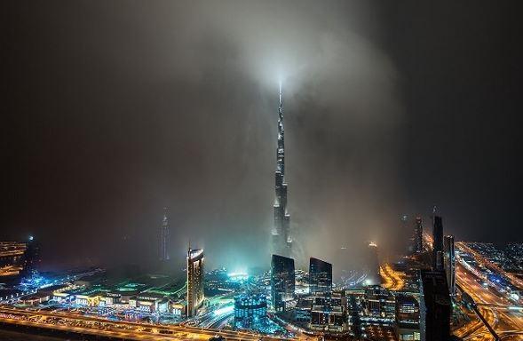 Violento temporale si abbatte su dubai e inghiotte il - Dubai grattacielo piu alto ...