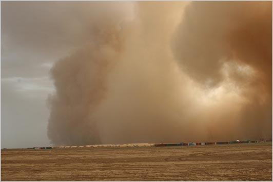 Il ciclone sull 39 italia e la spettacolare tempesta di for Colore vento di sabbia deserto
