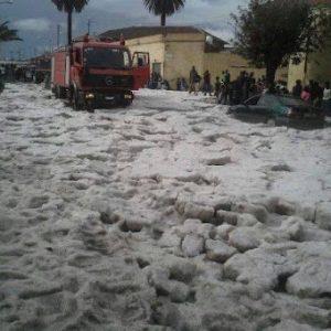 In alcuni punti della capitale eritrea il manto di grandine al suolo avrebbe toccato il metro di altezza