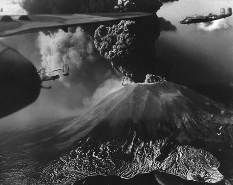 Risultati immagini per bombe vesuvio 1944