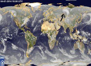 Ecco il profondo vortice depressionario (indicato dalla freccia nera) che nei giorni scorsi si è isolato nel cuore del comparto siberiano occidentale