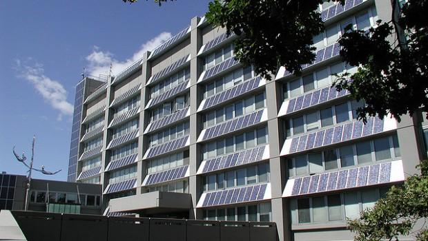 Rinnovabili tutto l 39 edificio diventa fotovoltaico grazie alle nanoparticelle meteo web - Finestre con pannelli solari ...