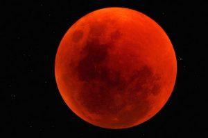 total-lunar-eclipse-june-2011-namibia-reserve-tucker-1