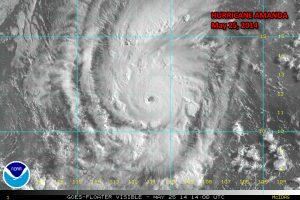 "L'uragano ""Amanda"" al massimo della sua potenza (credit NOAA)"