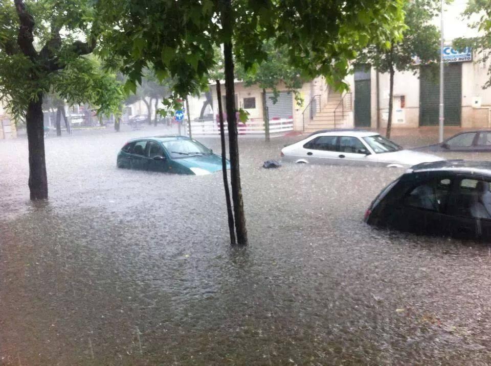 Maltempo violento temporale ad acquaviva delle fonti for Monolocale arredato acquaviva delle fonti