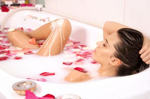 Eritema solare ecco i rimedi naturali per alleviare la sintomatologia e i consigli per - Rimedi naturali per andare in bagno ...