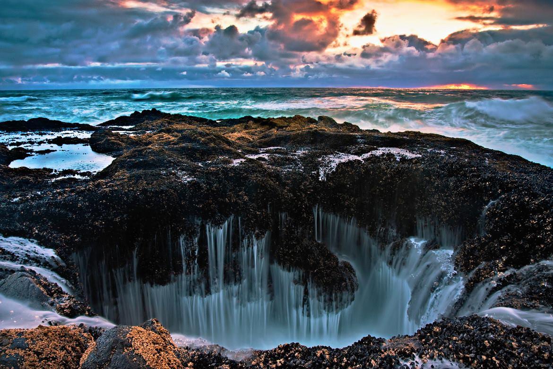 Thor's Well, Oregon: una spettacolare depressione naturale ...  Amazing