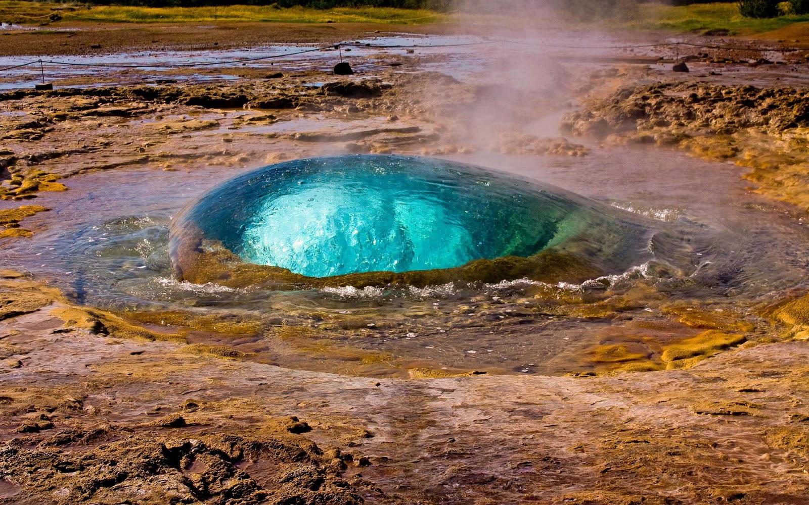 Strokkur, Islanda: uno dei più spettacolari e fotografati geyser del mondo [FOTO]