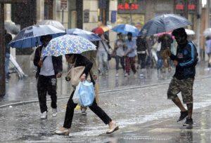 nubifragio a napoli maltempo pioggia