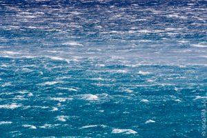 Il mare davanti Socotra increspato dalle forti raffiche da SO che spazzano senza sosta l'isola yemenita