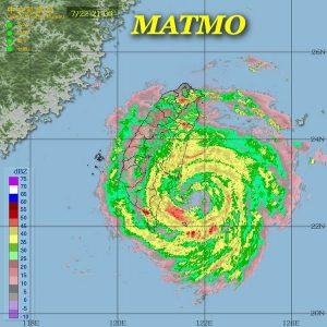 Il tifone durante l'arrivo sulle coste orientali di Taiwan