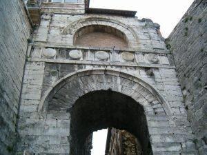 arco etrusco arco di augusto perugia