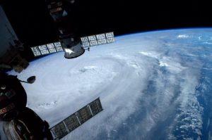 """Il super-tifone """"Neoguri"""" fotografato dalla Stazione Spaziale Internazionale"""