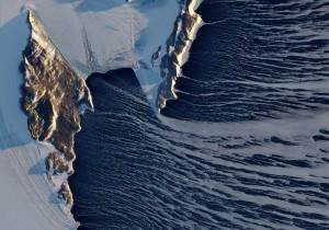 """Il soffio impetuoso dei """"venti Catabatici"""" antartici verso i bacini circostanti"""