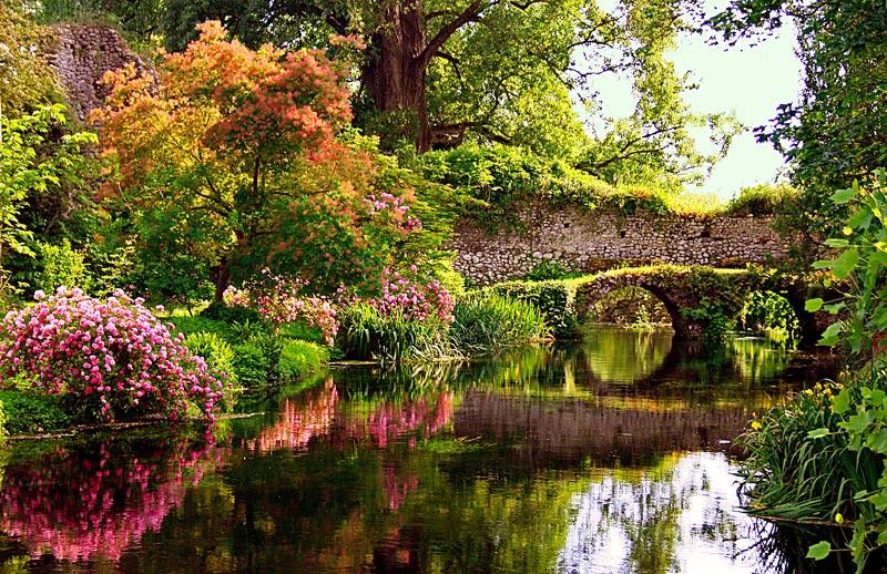 Il Meraviglioso Giardino Di Ninfa Tra Essenze Floreali