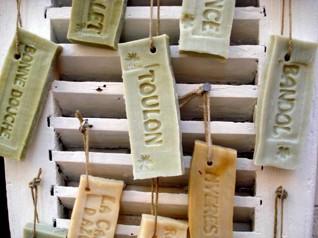 Sapone di marsiglia: usi domestici e cosmetici di un rimedio economico