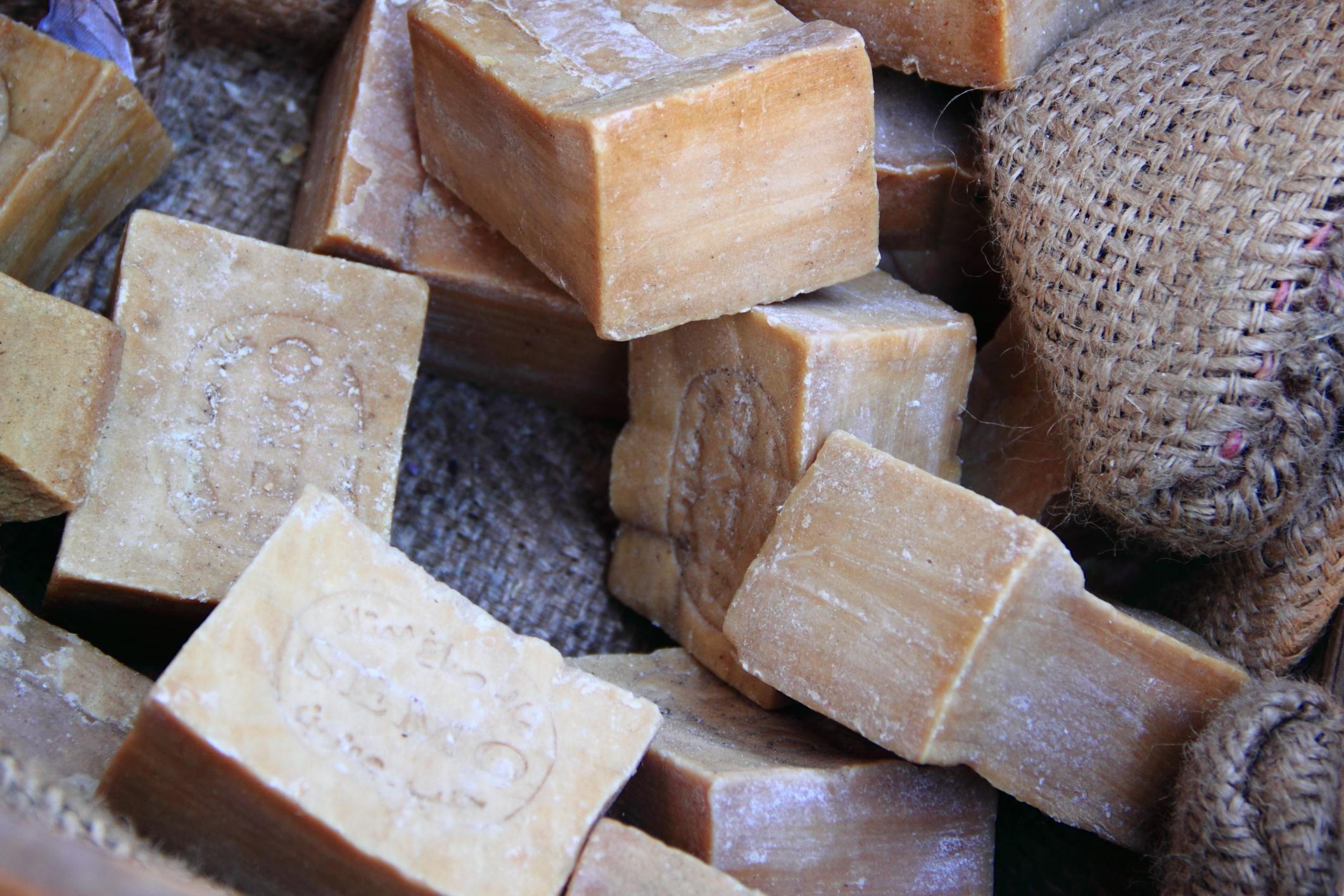 Sapone di marsiglia usi domestici e cosmetici di un rimedio economico e totalmente green - Sapone neutro per pulizie casa ...