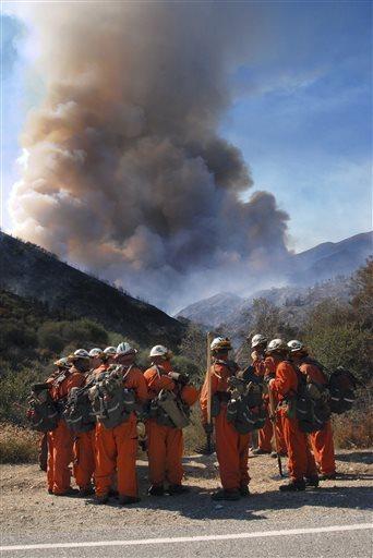 California incendio vicino los angeles evacuate decine for Case moderne nel sud della california