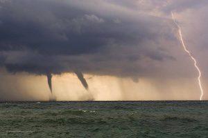 tornado tromba d'aria tromba marina saetta fulmine maltempo genova