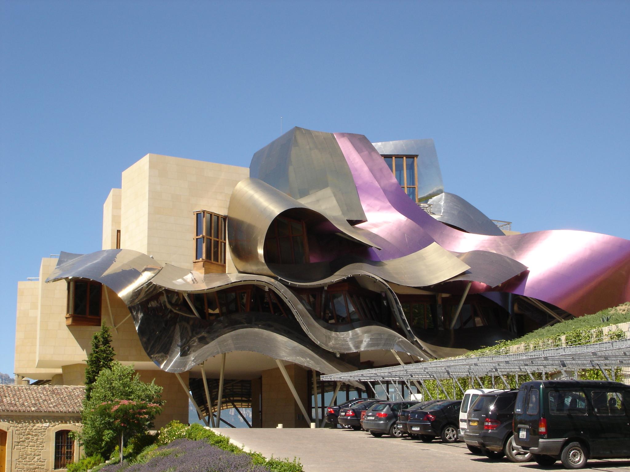 In spagna l 39 hotel marqu s de riscal celebra il vino tra for Marquis de riscal