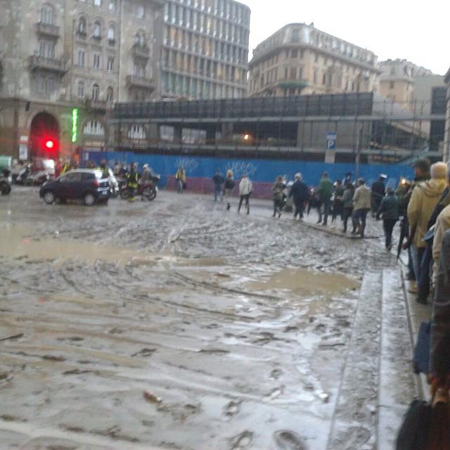 Alluvione A Genova Chiuso Lufficio Immigrazione In Questura
