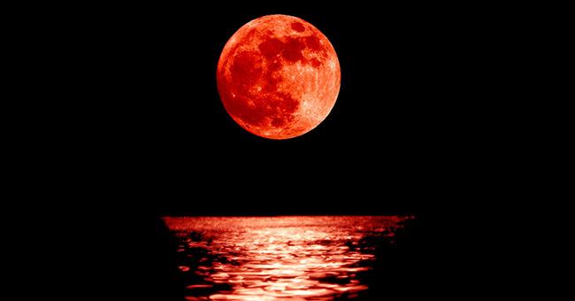 Risultati immagini per luna rossa