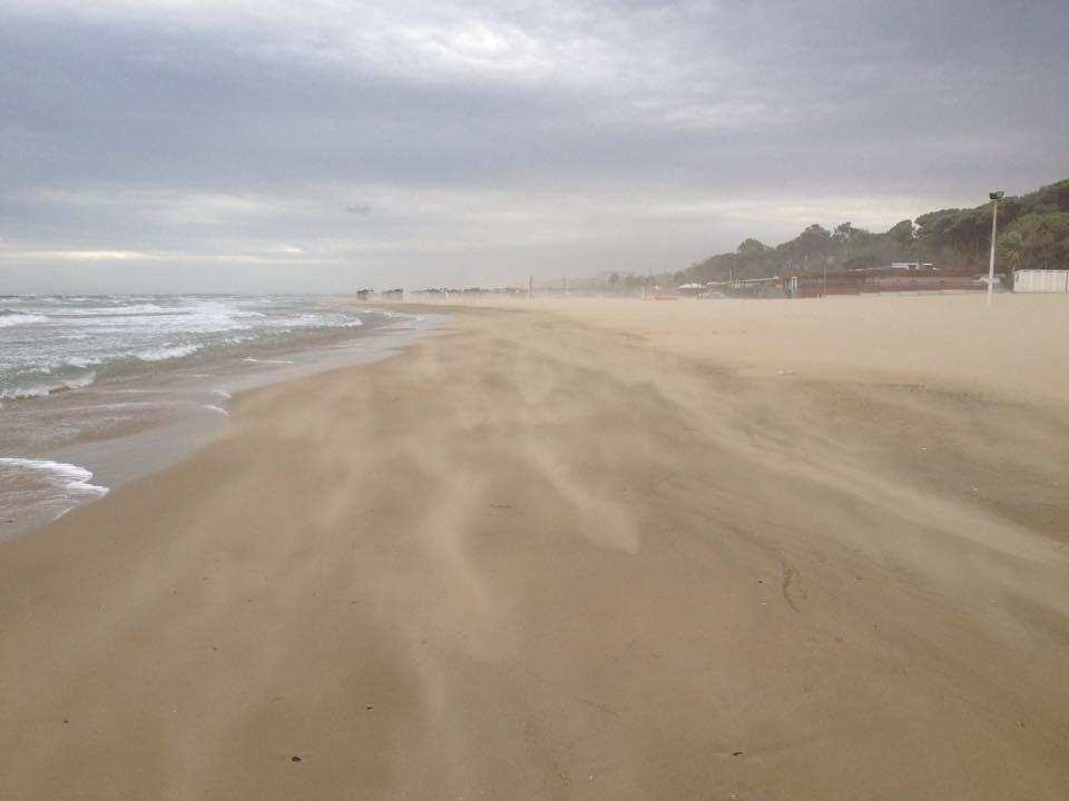 Gonzalo gravi danni a pescara per il forte vento for Colore vento di sabbia deserto