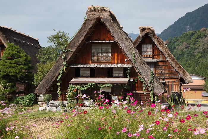 Il paesaggio fiabesco di shirakawa go luogo remoto e for Case in giappone