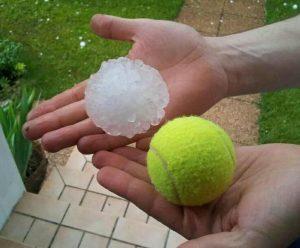 grandine grandi come palle da tennis