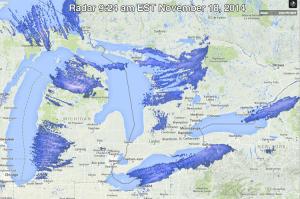 L'analisi del radar mette in evidenza la banda di nubi cumuliformi che dall'area a nord di Cleveland si spingono fino a Buffalo, scaricando su questa continui rovesci di neve