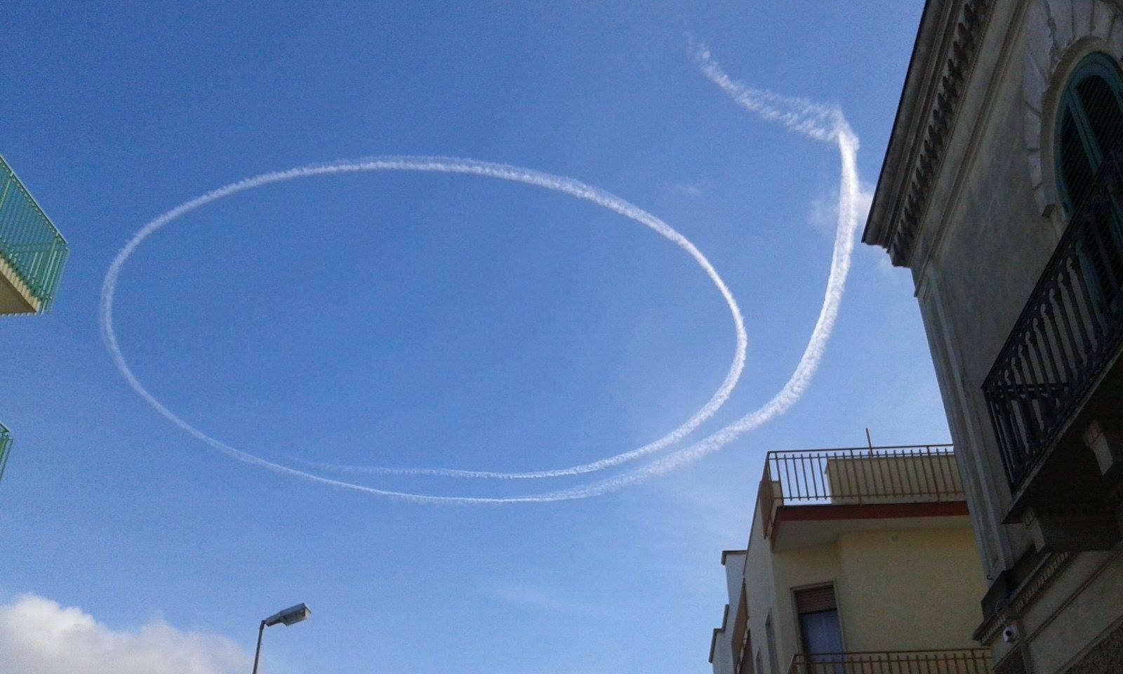 Strane scie circolari sul cielo di bernalda una manovra - Una finestra sul cielo ...