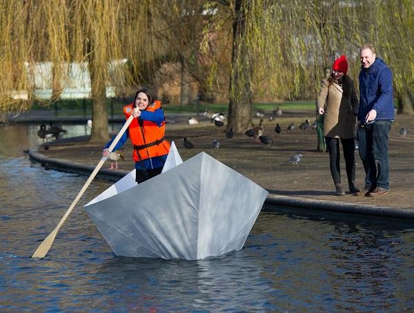 Tecnologia A Spasso Per Londra Con Una Gigantesca Barchetta Di