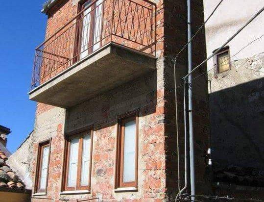 La casa du currivu l 39 abitazione pi piccola del mondo for Piani casa stretta casa