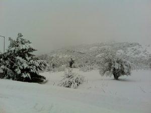 La neve abbondante caduta sui rilievi di Creta
