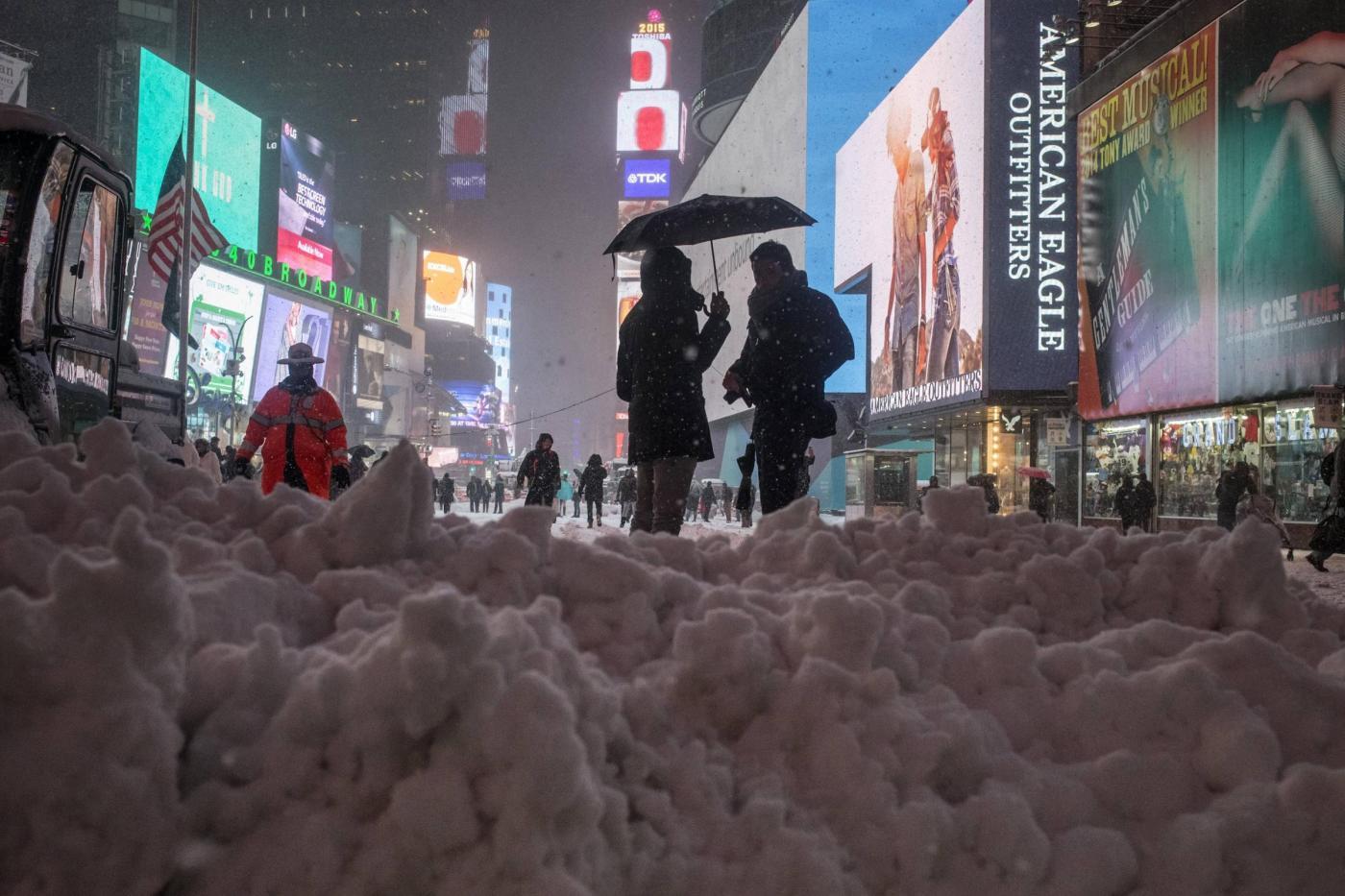Tempesta di neve storica a New York  ordinato lo stato di emergenza ... 09b75a516269