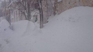 Gli effetti delle tormente di neve che hanno colpito l'Attica nord-occidentale negli ultimi giorni