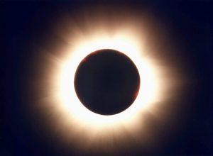 Le eclissi solari tra storia, miti e scienza